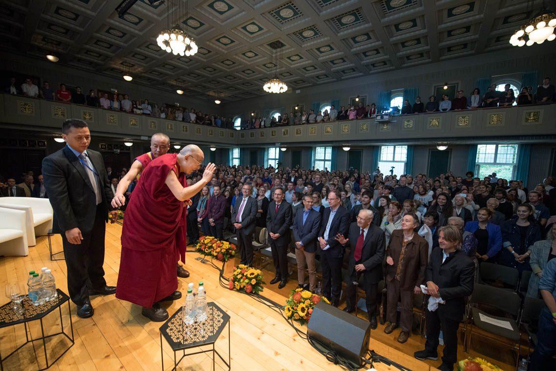 Hoher Besuch: Der Dalai Lama an der ZHAW